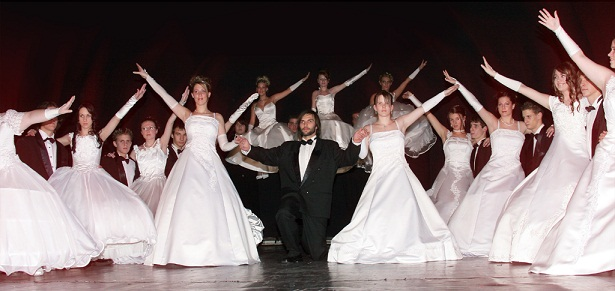 http://www.rubindance.hu/wp-content/uploads/2010/07/szalagavato_kep2-copy.jpg